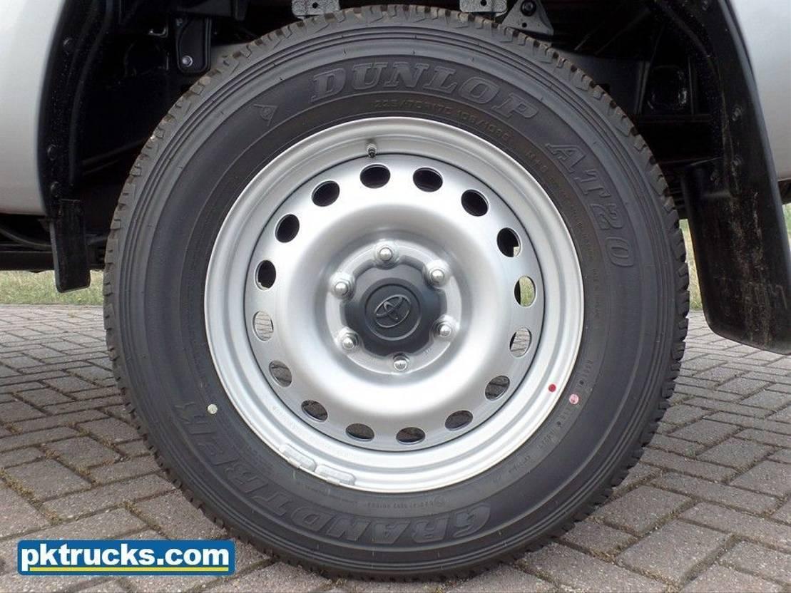 pickup passenger car Toyota Hilux 2.4 DC DLX PWR - NEW 2018