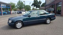 sedan car Mercedes-Benz 200 E-Klasse. 200 SEDAN 1995