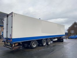 closed box semi trailer Fliegl 3 ass gestuurde oplegger, gesloten opbouw, ov klep 2012