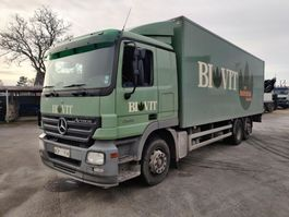 closed box truck Mercedes-Benz 2536 L 6X2 Actros Closed Box / Koffer / fourgon + Lift 2005