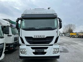 closed box truck Iveco Stralis 460E6 6x2 Lenkachse Durchlader Stahlbode
