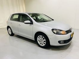 hatchback car Volkswagen Golf 1.6 TDI Navi 5 Drs 77kw Bleu Motion 2012