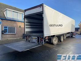 closed box semi trailer Schmitz Cargobull 3ass gestuurde geisoleerde oplegger met 3T achterklep 2013
