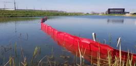 diverser Teil Oliekeerscherm oil fence olieboom watergang sloot