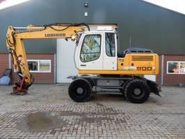 wheeled excavator Liebherr 900C 2012