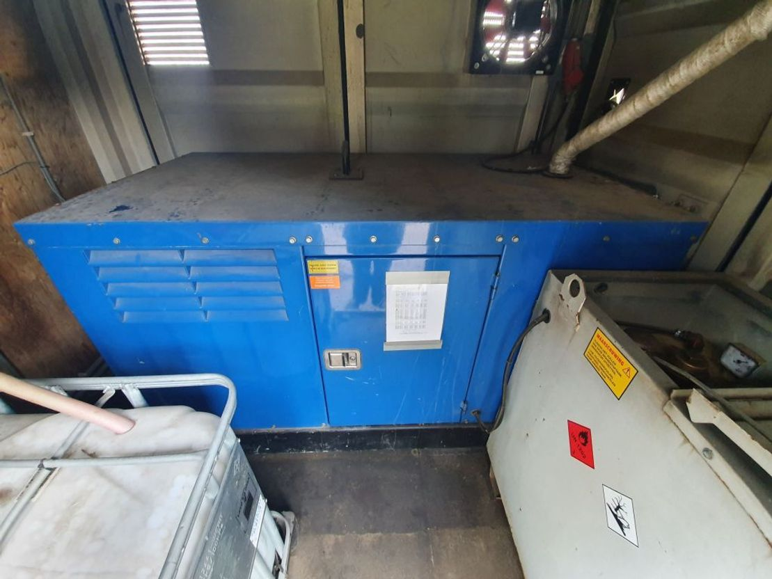Generator Groenewegen 42 KVA - Office - Lockers - Watertank 2013