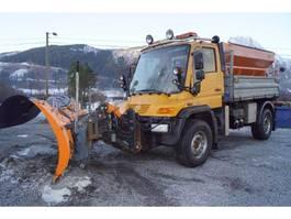 tipper truck > 7.5 t Unimog U500 4x4 m/mye utstyr 2005