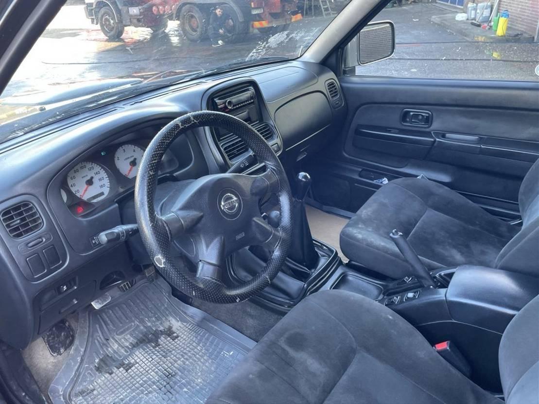 pickup passenger car Nissan Navara King Cab Pick Up 2.5 Airco Double Cabin 2006