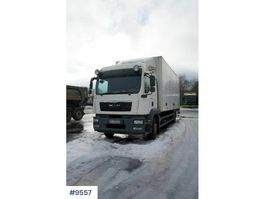 closed box truck MAN TGM 18.290 with full side opening and lift 2014