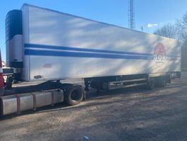 refrigerated semi trailer Pacton T2 002 + CARRIER MAXIMA 1200 + LAADKLEP 2002