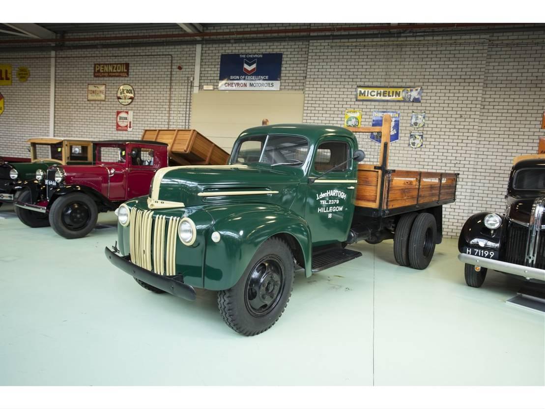 pickup passenger car Ford MODEL 81-798 V8 STAKE BED TRUCK 1947