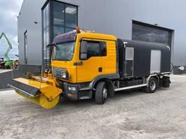 other asphalt equipment MAN TGM 15.240 bitumen spray truck 2009