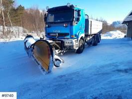 LKW Kipper > 7.5 t Sisu E12M 8x4 tipper truck w / underlying blade & sprea 2004