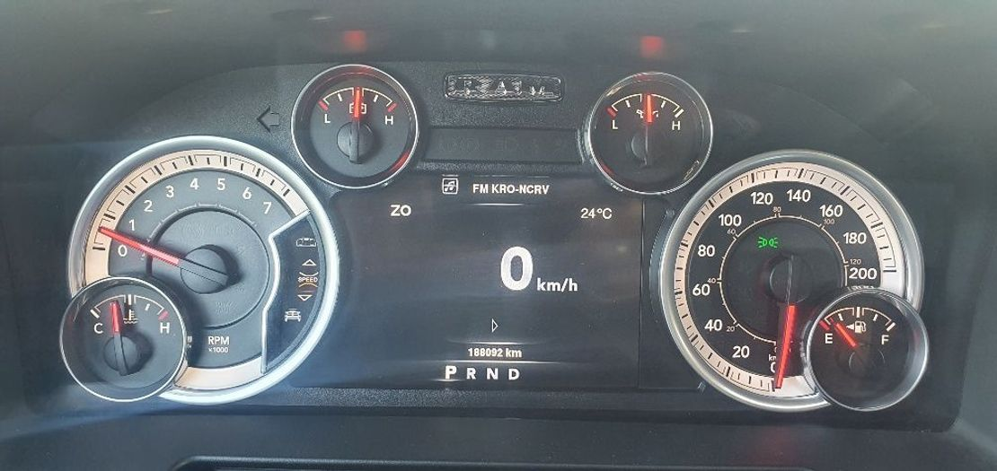 pickup passenger car Dodge 1500 RAM V8 5.7 Liter HEMI CREW CAB LARAMI UITVOERING 2015