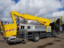 camion con braccio di sollevamento montato DAF AE65NC met 26m. telescoophoogwerker 1995