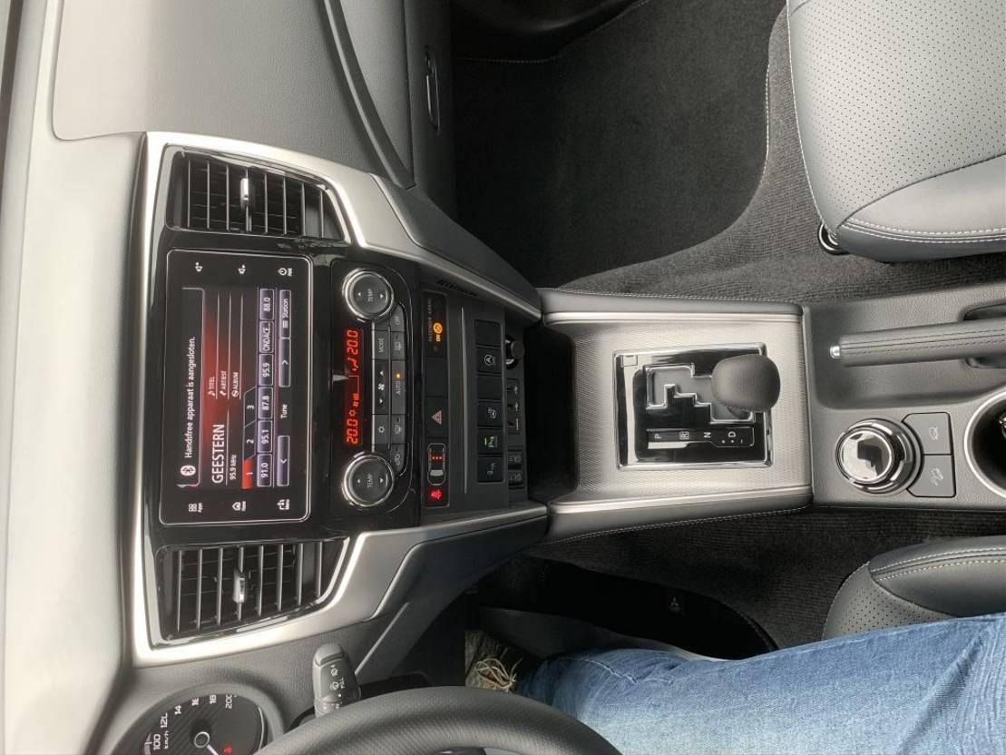 pickup passenger car Mitsubishi L 200 full option pickup 4x4 Diesel ad bleu EURO VI L200 D/C 220 DI-D 6AT KAITEKI 2021