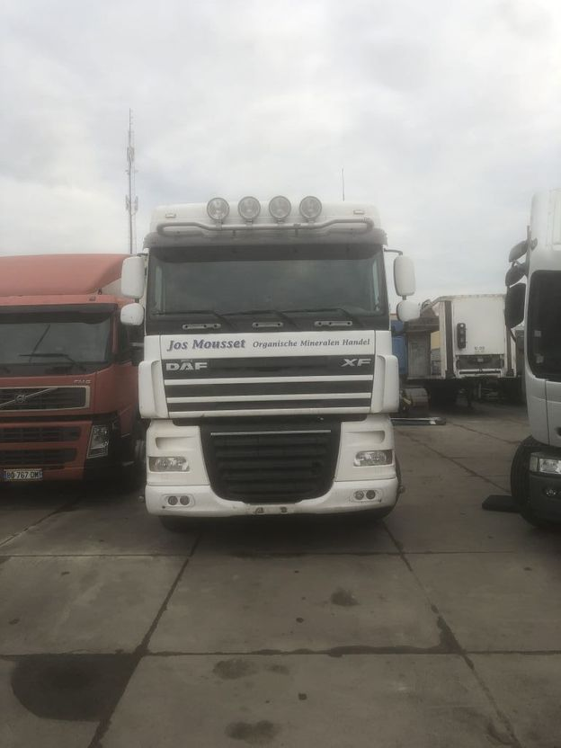 cab over engine DAF XF 105.410 2009