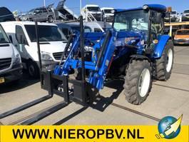 farm tractor New Holland TD75D 4x4  airco hef arm met palletvork 2018