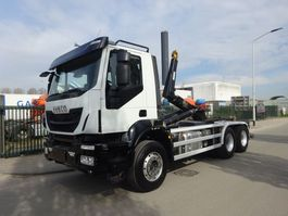 Container-LKW Iveco TRAKKER 450 6X4 EURO 6 / HOOKSYSTEM / KEURING / TUV / LOW KM / PERFECT CONDITION !! 2015