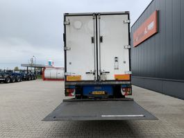 refrigerated semi trailer Pacton Silent Carrier Vector 1800 D/E, low hours, steering axle, taillift, 75% tires NL-trailer 2006