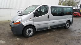 minivan - passenger coach car Renault Trafic Combi 1.9 dCi 2006