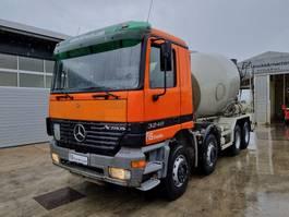 Betonmischer-LKW Mercedes-Benz ACTROS 3240 B 8x4 LIEBHERR mixer 9M3 2002