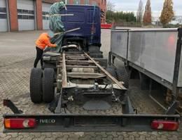 chassis cab truck Iveco EuroCargo 80 80E22 4x2 mit UNFALLSCHADEN EuroCargo 80E22 4x2 mit UNFALLSCHADEN 2015