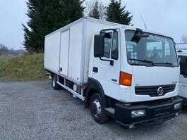 closed box truck Nissan 80.14 Rijbewijs C 2009