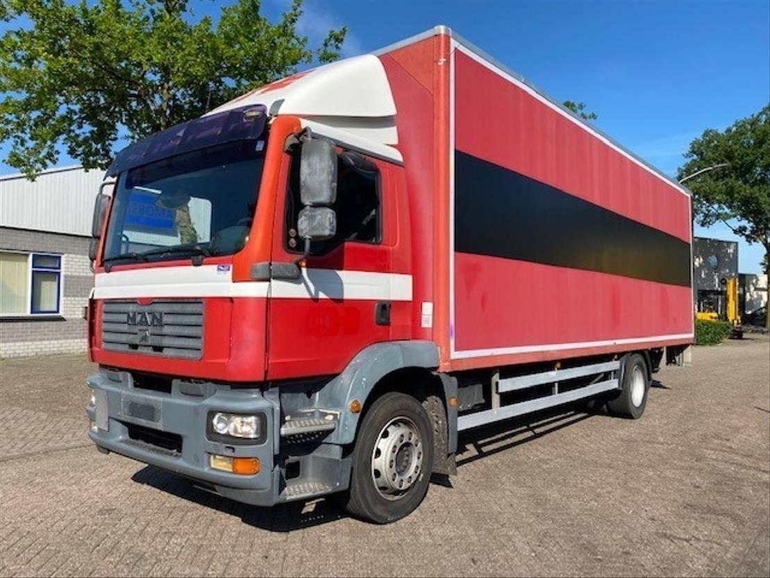 closed box truck MAN TGM 18 EURO 3 2007