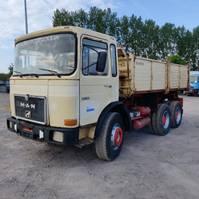 tipper truck > 7.5 t MAN 26 321 2002