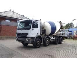concrete mixer truck Mercedes-Benz 3241 8x4 / Baryval 9m³ 2005