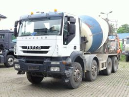 concrete mixer truck Iveco Trakker 8x4 / Mischer 9m³ / Klima 2008
