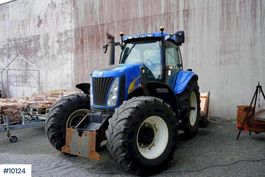 farm tractor New Holland TG 255 w / a lot of equipment and few hours. 2003