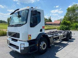 chassis cab truck Volvo FE - 2011 - MANUAL TRANSMISSION - AIRCO - LIFTAS - STUURAS 2010