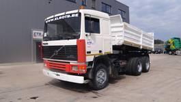 tipper truck > 7.5 t Volvo F 12 (BIG AXLE / STEEL SUSPENSION / 10 TIRES / 6X4 / POMPE MANUELLE) 1981