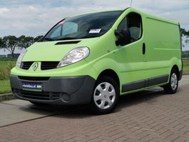 closed lcv Renault 2.0 DCI airco cruise nap pdc 2012