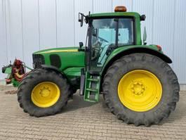 farm tractor John Deere 6620 2005
