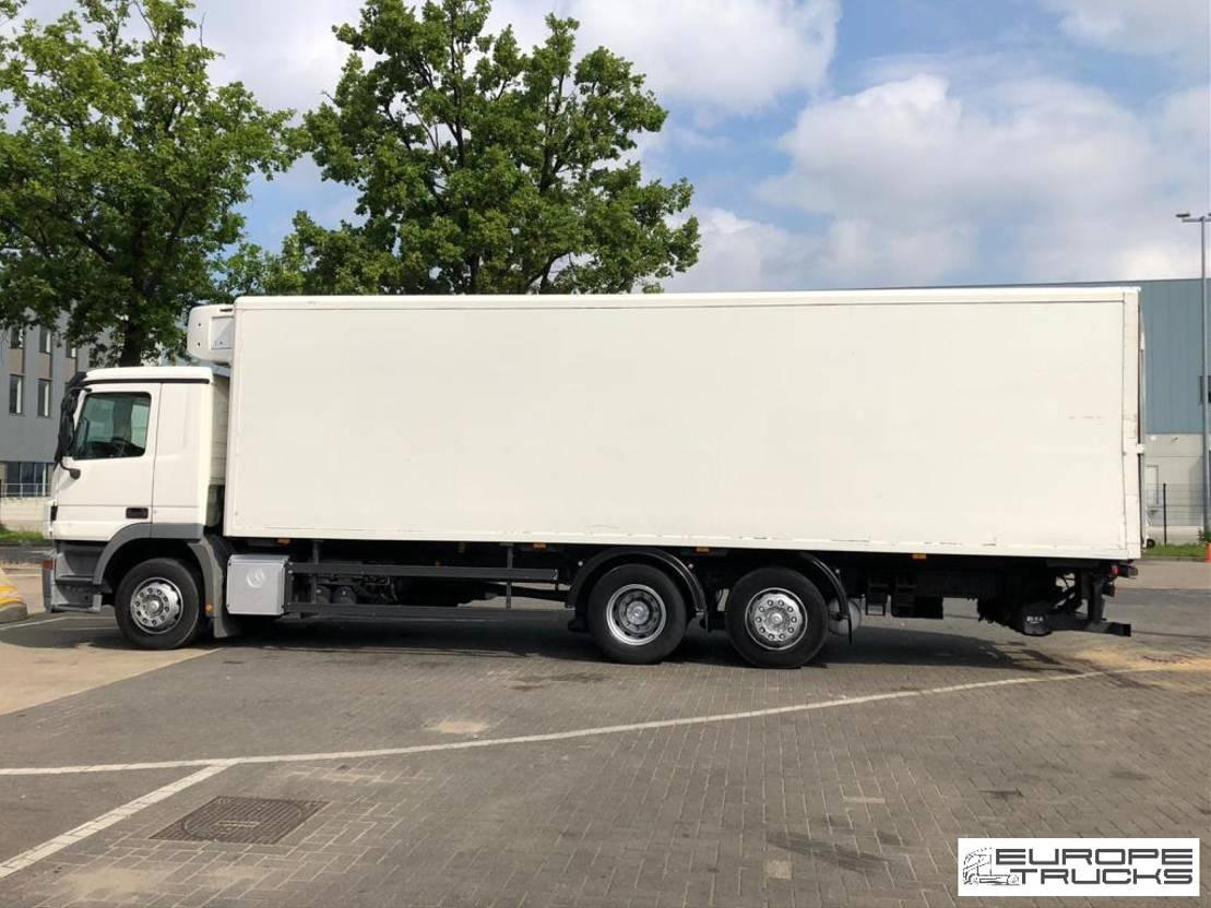 refrigerated truck Mercedes-Benz Actros 2532 Carrier - German - Euro 5 - Big frigo box 2006