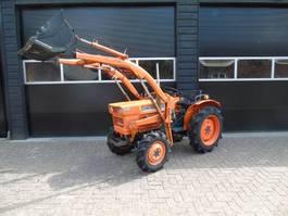 farm tractor Kubota L 1511 Hydrostaat met voorlader