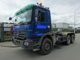 container truck Mercedes-Benz ACTROS 2646 6X4 HOOKSYSTEM / EPS 3 PEDALS / BIG AXELS / STEEL !! 2004
