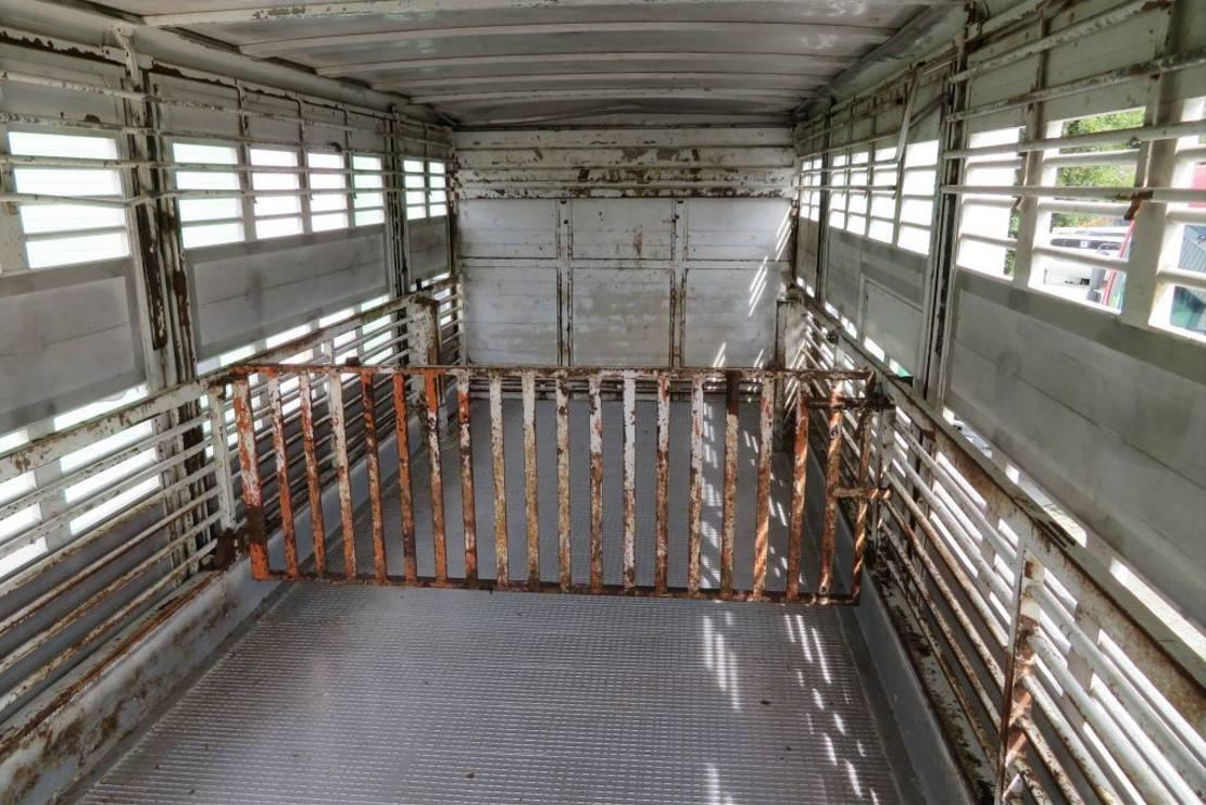 livestock truck Iveco 440E42 Manual injection (Euro 2), closed box livestock, 3 floors moving 1999