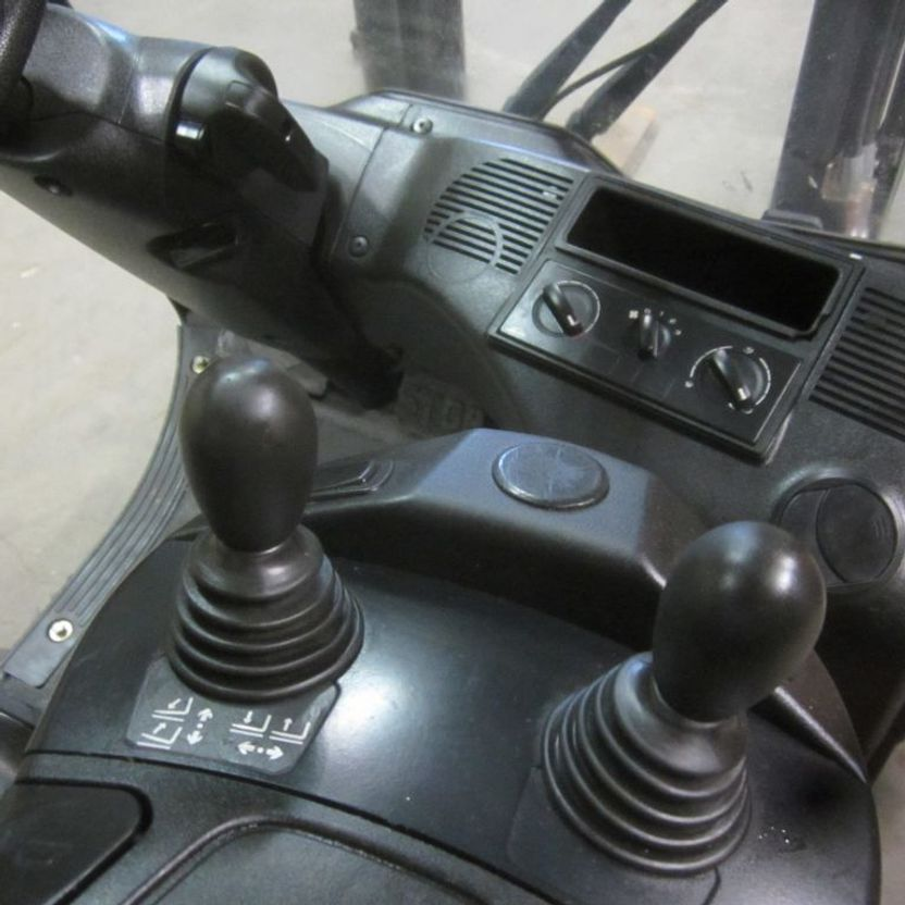 Gabelstapler Linde H 14 EVO Heftruck Linde H 14 EVO LPG, duplomast, side shift 2015