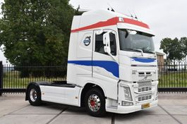 cab over engine Volvo FH 460 Globe XL 4x2 - MANUAL - EURO 6 - LEATHER SEATS - ALCOA'S - TV - GOOD CONDITION - 2014