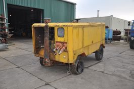 Earth drill Ingersoll Rand VHP750 750 CFM and 21.5 M3 1995