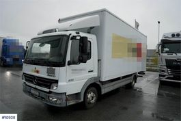 box truck Mercedes-Benz 815 van w/lift LOW KM 2006