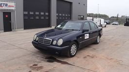Limousine Mercedes-Benz E 220 CDI (AIRCONDITIONING / AUTOMATIC GEARBOX) 1998