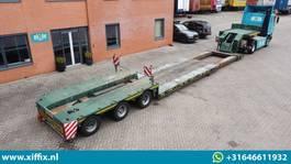 lowloader semi trailer Nooteboom 3-ass. Uitschuifbare dieplader met afneembare zwanenhals 2004