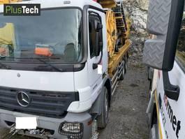 crane truck Mercedes-Benz 2010