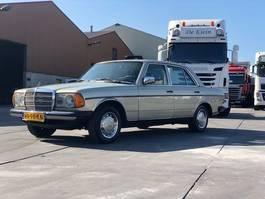 sedan car Mercedes-Benz e200 Oldtimer 1982