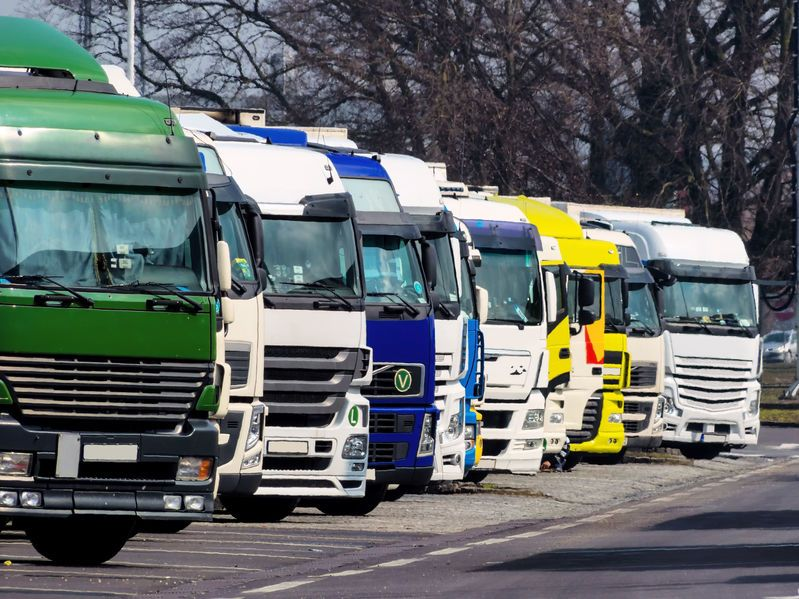Buy used and new tractor units - TrucksNL
